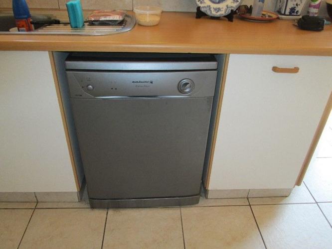 Kelvinator dishwasher selling due to relocation