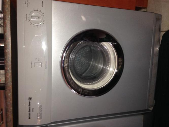 KELVINATOR TUMBLE DRYER SILVER