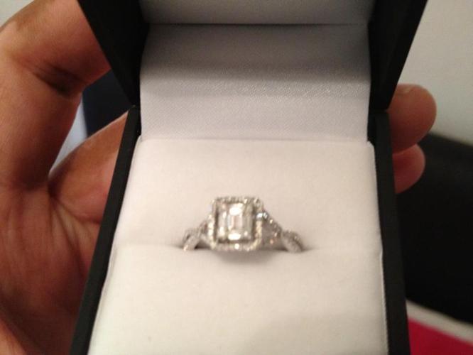 Ladies 9ct gold engagement ring