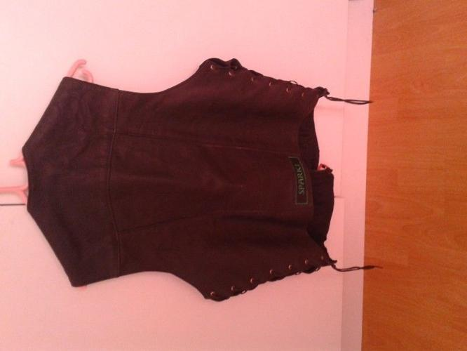 Leather motorbike waist coat size lrg (adjustable)