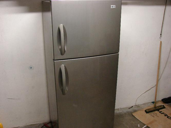 LG Metallic Fridge / Freezer Model : GR - S562ZLC for Sale