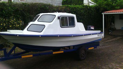 Like new cabin boat