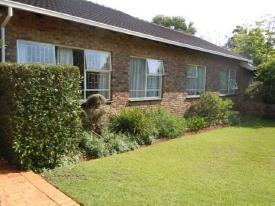 LOTS OF SPACE - LARGE FAMILY HOME TO LET