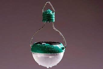 Mobile solar light bulb