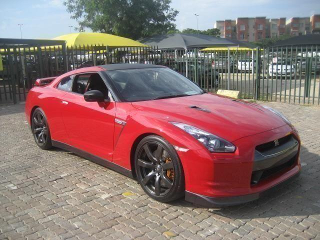 Nissan GT-R Coupe 3.8 Auto 2010 model 31000 km-Full