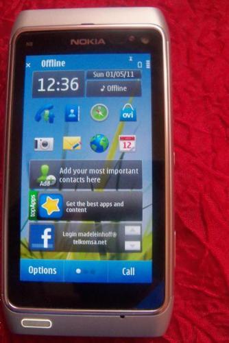 Nokia N8 cellphone