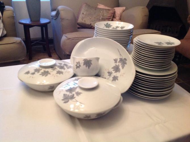 Noritake Wild Ivy dinnerware