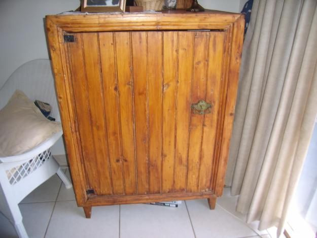 Old Antique TV Cabinet/Koskas