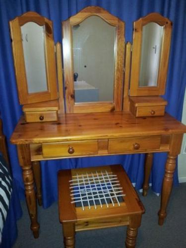 Oregon Pine Bedroom Set