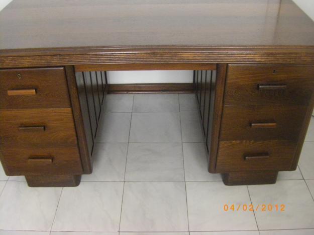 Pidgeon wood desk