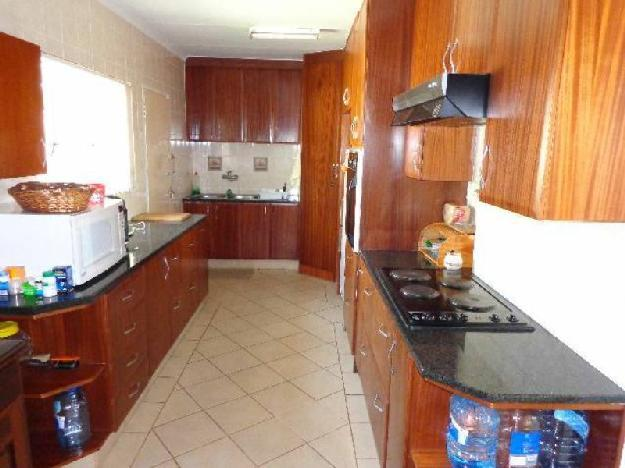 Property Details: 1 Kitchen 2 Lounge.. - House For Sale