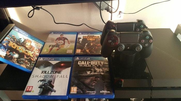 ps4 console with 2 remotes and dock charger, 5 games