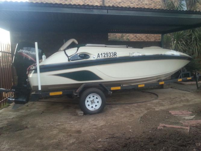 Raven Infinity 18.1 foot 2008 with 125 Mercury Excl
