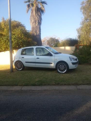 RENAULT CLIO 1.4 16V 92 000 km only