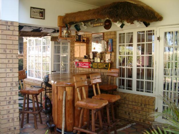 Saligna Outside Bar & 4 Stools