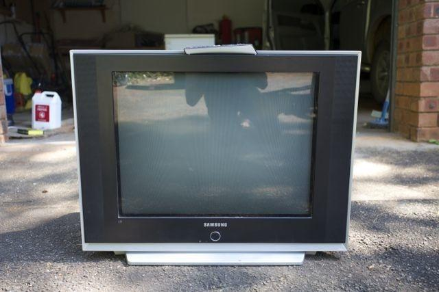 Samsung 72cm flat screen T V with remote for Sale in