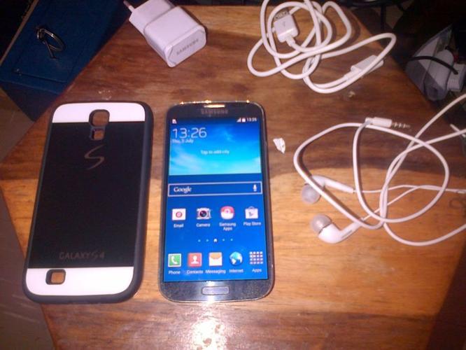 Samsung Galaxy S4 32GB Good Condition .