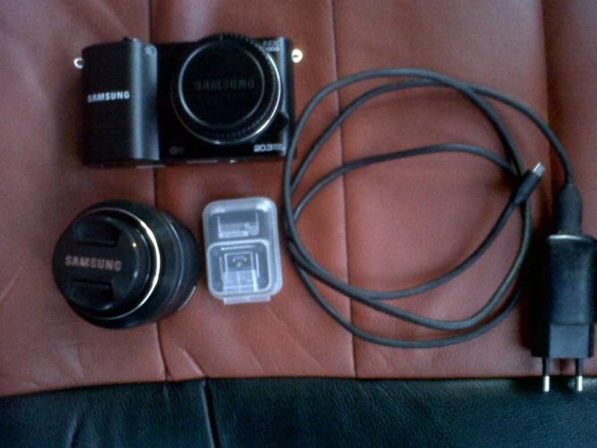 Samsung NX1000 Smart Camera for sale
