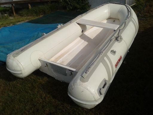 Semi rigid boat