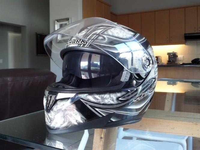 Shark S900 Fost Helmet XL with inner visor & luminosity