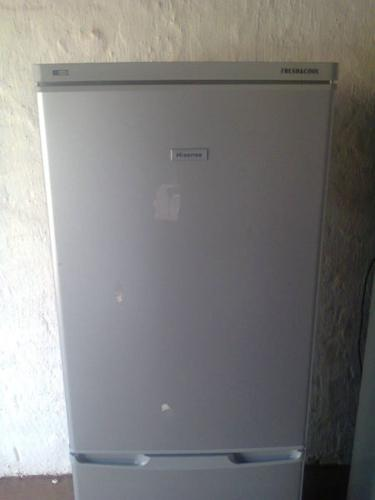 Silver Hisense Fridge/Freezer 280 Litre Double Door