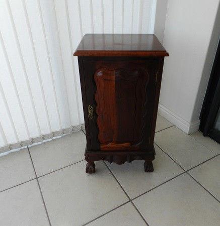 Solid Embuia Side cabinet