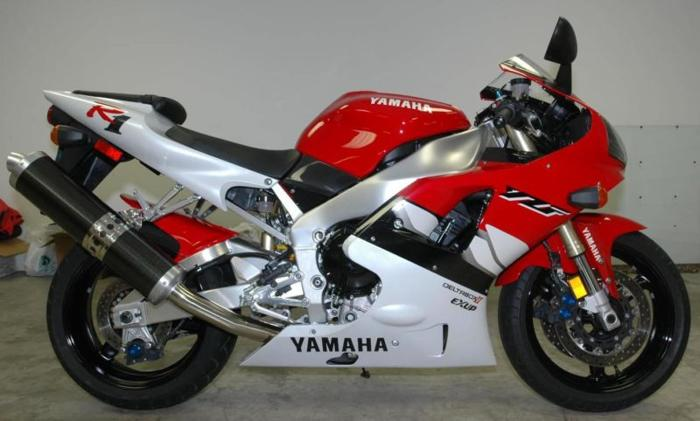 stripping Yamaha R1 1999/2000 for spares for Sale in