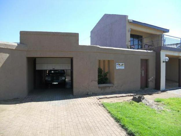 This beautiful big house is in a very pe house for for Very big houses for sale