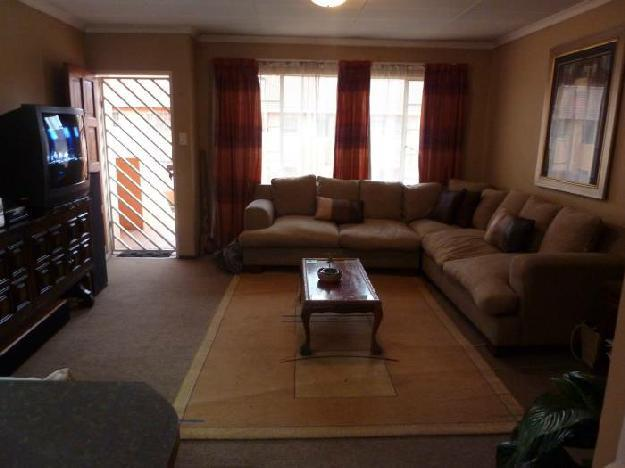 Two bedroom 1st floor flat with renovate.. - Flat For
