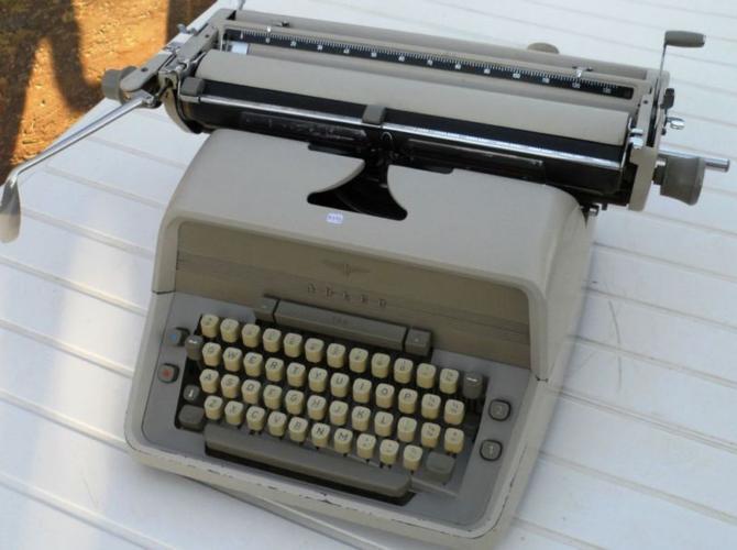 Typewriter, Adler Universal. desktop Typewriter. 1960.