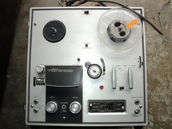 Vintage Akai 1700 reel to reel recorder