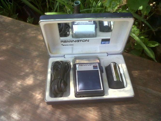 Vintage Remmington F2 Shaver in box