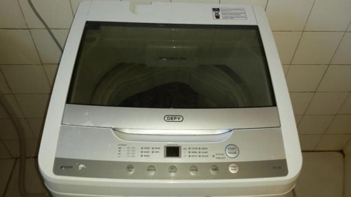 White defy toploader for sale R1800
