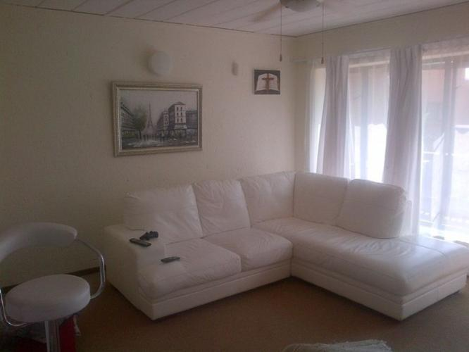 White L Shaped Leather Couch For Sale In Johannesburg