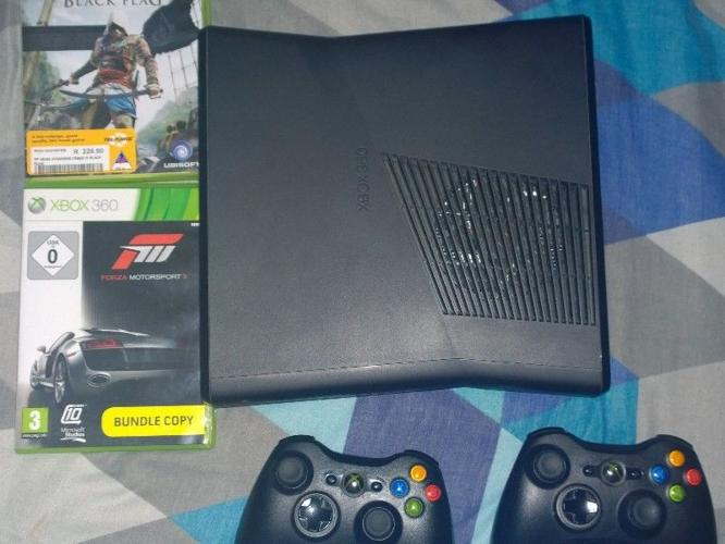xbox 360 slim 250gb two remotes for Sale in Mosselbaai