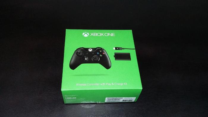XBOX One Controller with rechargeable battery pack