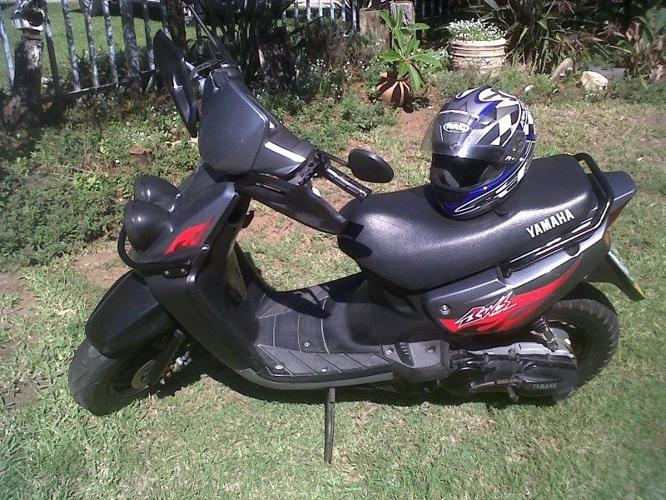 Yamaha BWS 100 scooter with helmet for sale  Very good