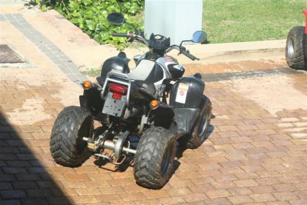 Yamaha Grizzly 4x4 and 2x Aeon 100cc