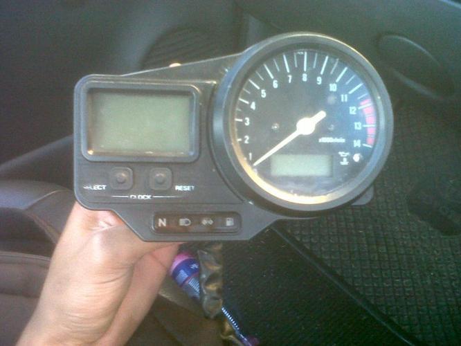 Yamaha R1 clock