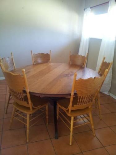 Yellow wood round table with Colonial chairs