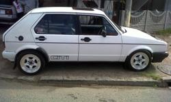 I have set white 15 rims its 7j all round with tyres