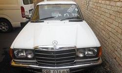 1978 Mercedes-Benz 200 Extras: Leather Interior and