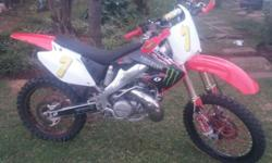 2006 cr 250 2 stroke,,light aloy weels,,runs very