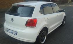 2010 VW POLO 6 COMFORTLINE HATCHBACK 1.4L ENGINE, WHITE