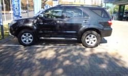 2011 Toyota Fortuner 4.0 v6 auto in mint condition with