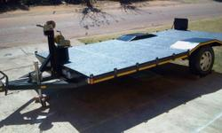Car trailer with flat fully covered loading deck for