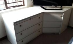 Selling a 2 piece corner unit for the bedroom- has 3