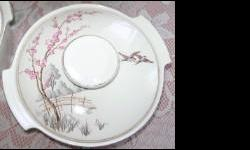 Beskrywing 2 x Meakin England Antique Dishes 2 x Dishes