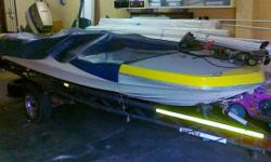 Beskrywing 4 Seater Runabout / Bass Boat: Foot Control