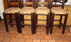 Beskrywing IM SELLING 4 X NEAT BAR STOOLS FOR R1000.WE
